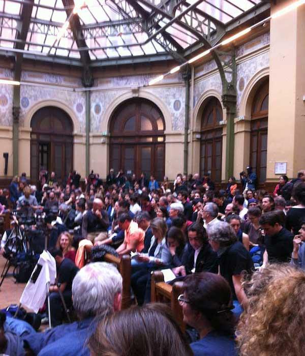 Une grande foule dans la Bourse du Travail pour réfléchir à l'avenir de Nuit Debout.