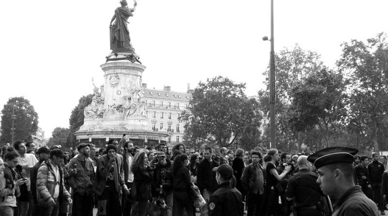 Police à République