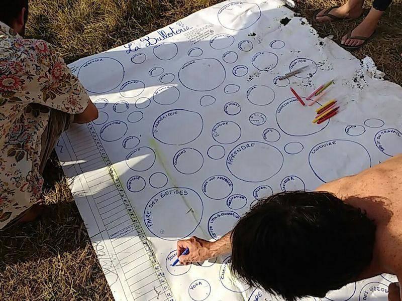 """Lors des rencontres inter-Nuits Debout de la forêt de Paimpont, les Nuitdeboutistes ont inventé la """"Bulloterie"""""""