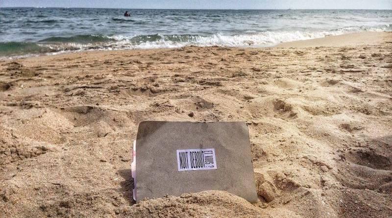Nuit Debout dans le sable.