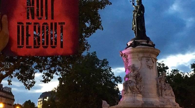 Nuit Debout devant la statue de la République.
