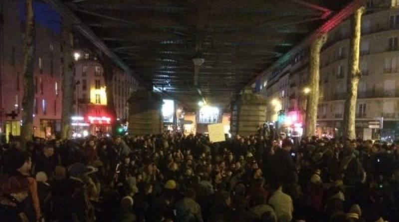 Nuit debout en soutien aux réfugiés sous le métro stalingrad (Paris)