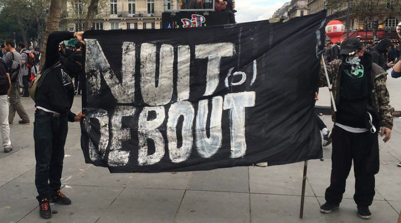 Le drapeau de Nuit Debout flotte sur la manifestation du 15 septembre