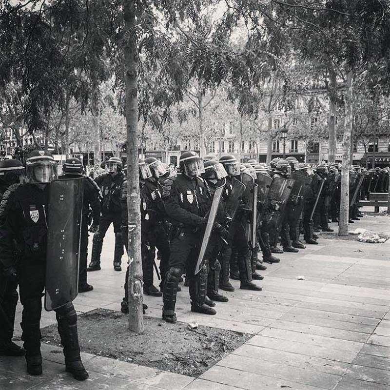 Les policiers tiennent la place de la République - manifestation du 15 septembre