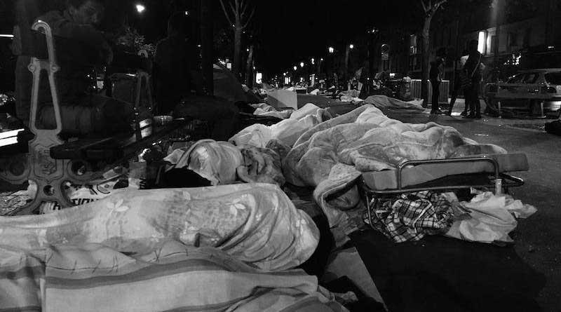 les affaires des exilés dans la rue à Stalingrad