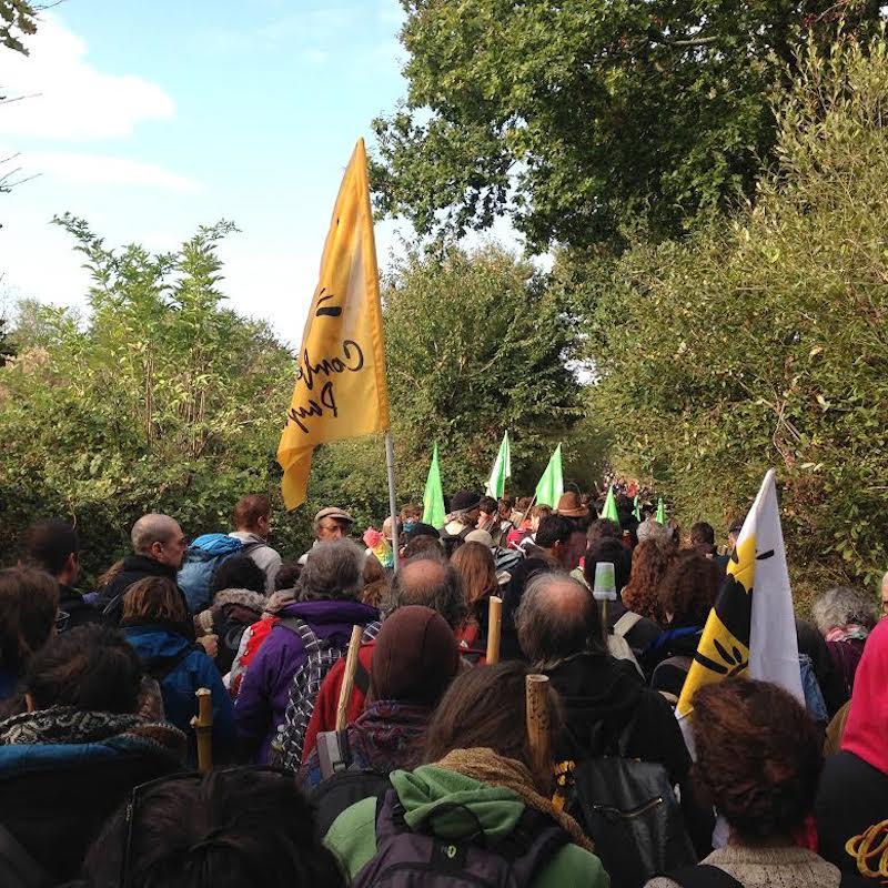 Embouteillages dans le bocage pour rejoindre le lieu de manifestation à Notre-Dame-Des-Landes.
