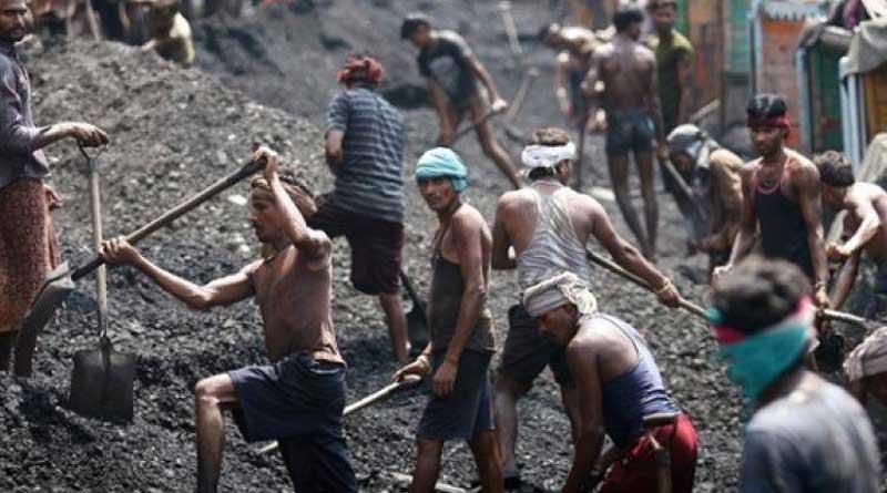 Travailleurs dans les mines de charbon indiennes