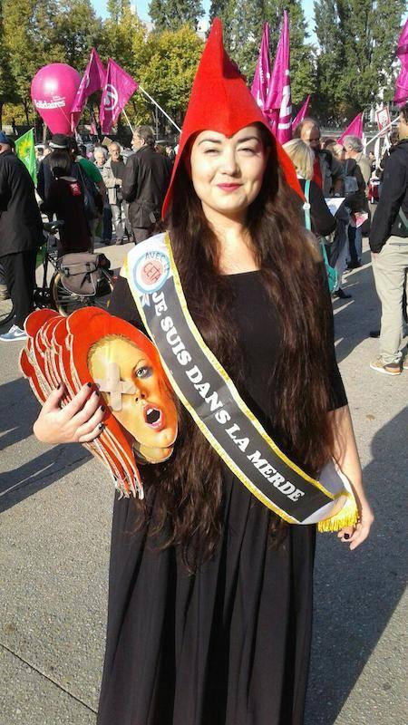 Youlie, habillée en Marianne lors de la manifestation contre le CETA à Paris