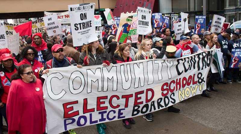 Les manifestants marchent en solidarité avec les professeurs, pour le salaire minimum et contre les violences policières, à Chicago (Illinois)