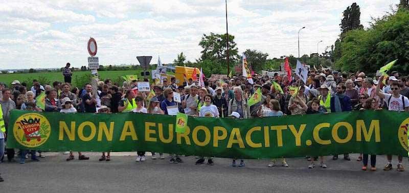 Europacity, la banderole de la manifestation