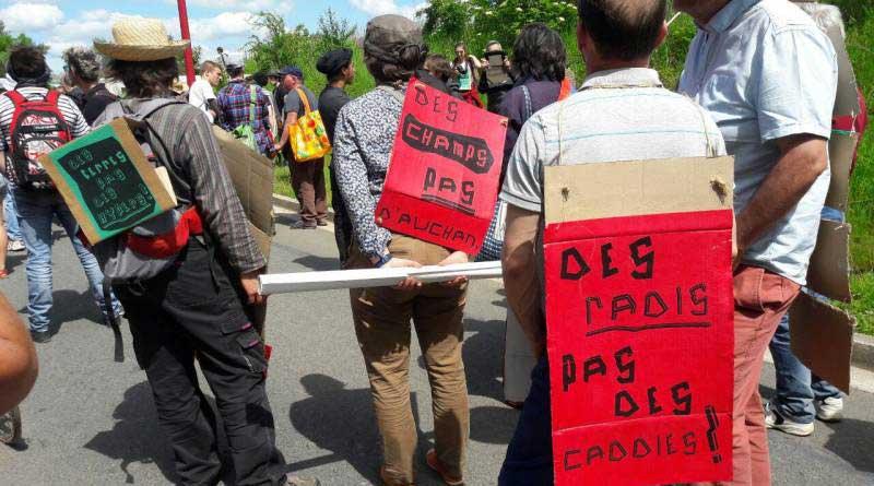 Les slogans des manifestants contre Europacity